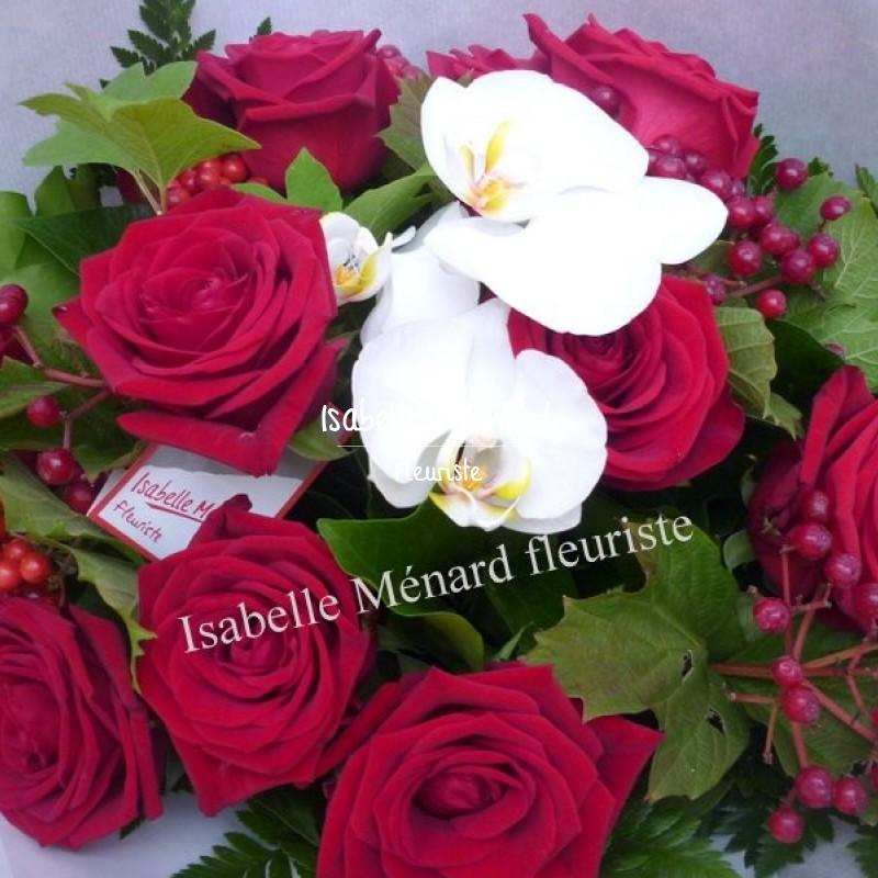 bouquet rond de roses rouges et orchidées