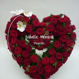 coeur ajouré de roses rouges