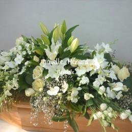 dessus de cercueil blanc...